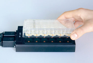 Picture of the SDR SensorDish Reader with OxoDish