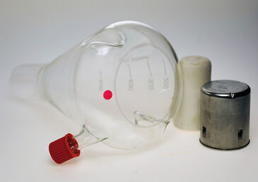 Picture of shake flask with septum and integrated optical O2 sensor