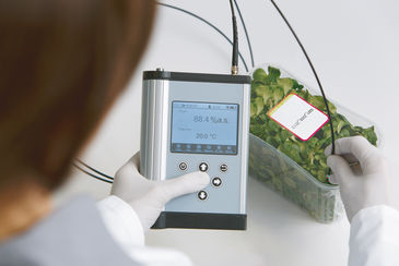 Quality control in food packaging with the Fibox 4 oxygen meter