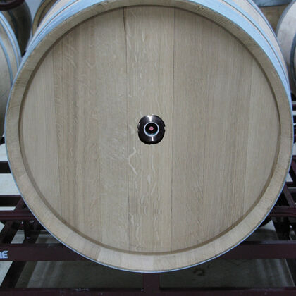 Sight glass with integrated DO sensor spot in a wine barrel
