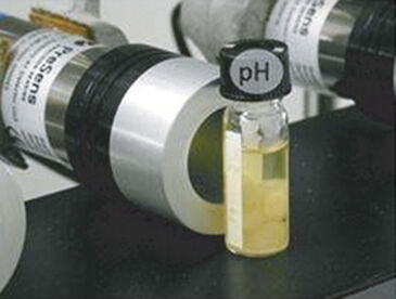 Detector unit with test vial to monitor pH changes
