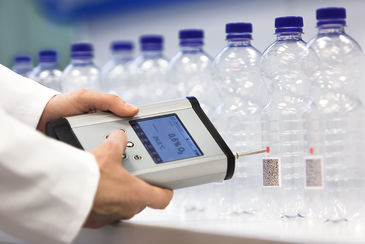 Oxygen ingress measurements in PET bottles with the Fibox 4 oxygen meter